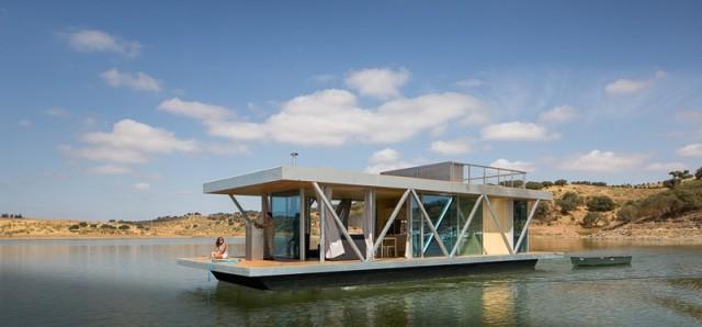 houseboat_191015_01-e1445281470742