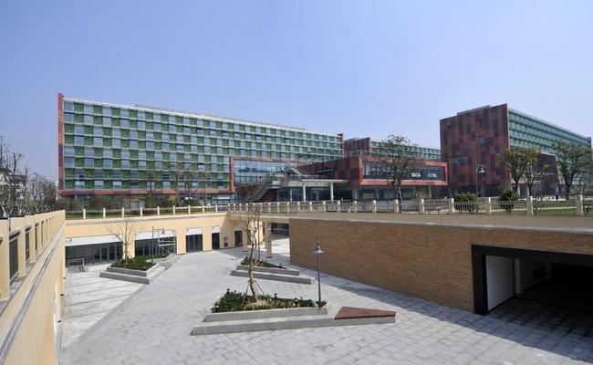 Sunken Plaza.6d3e0cc7